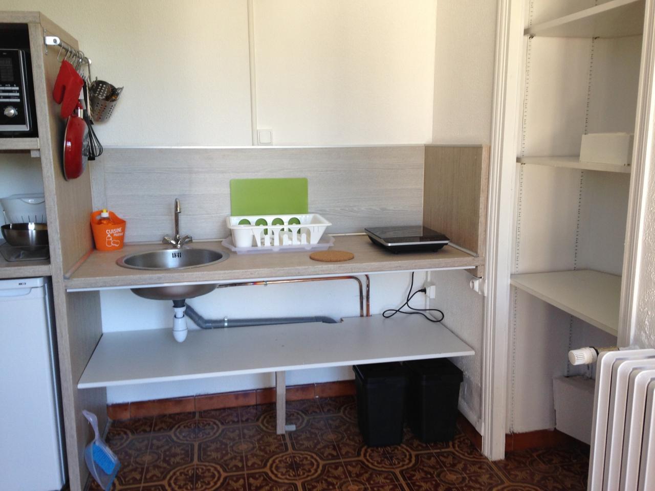 coin cuisine et placard. Black Bedroom Furniture Sets. Home Design Ideas
