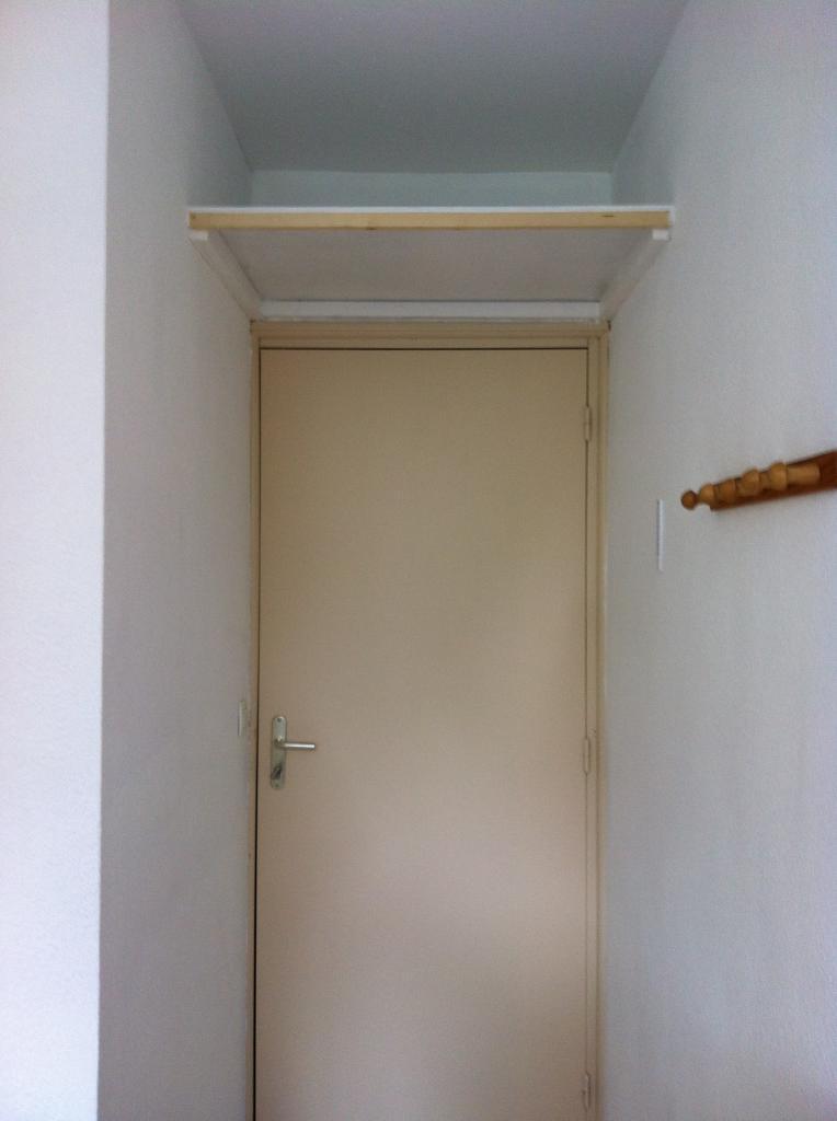 Porte entrée + étagère
