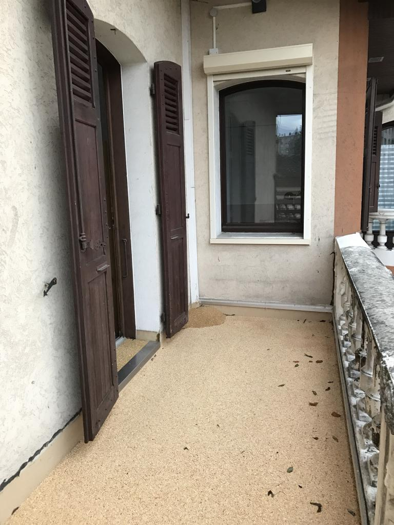 Logement tudiant meubl campus grenoble saint martin d 39 h res for Fenetre balcon
