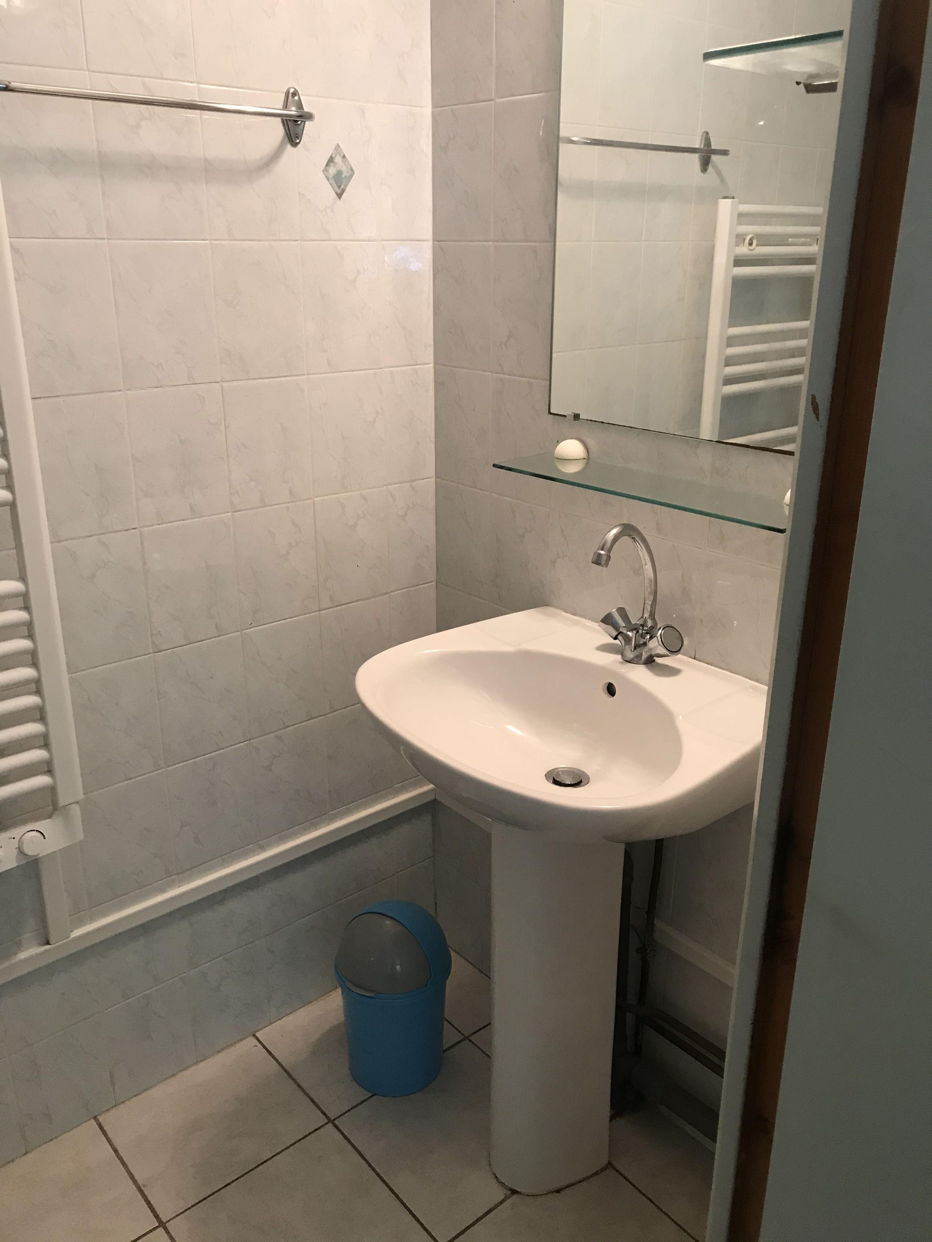 ....un lavabo...