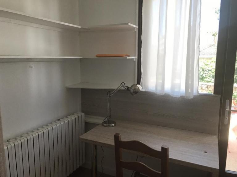Studio meublé s13 bureau (2)