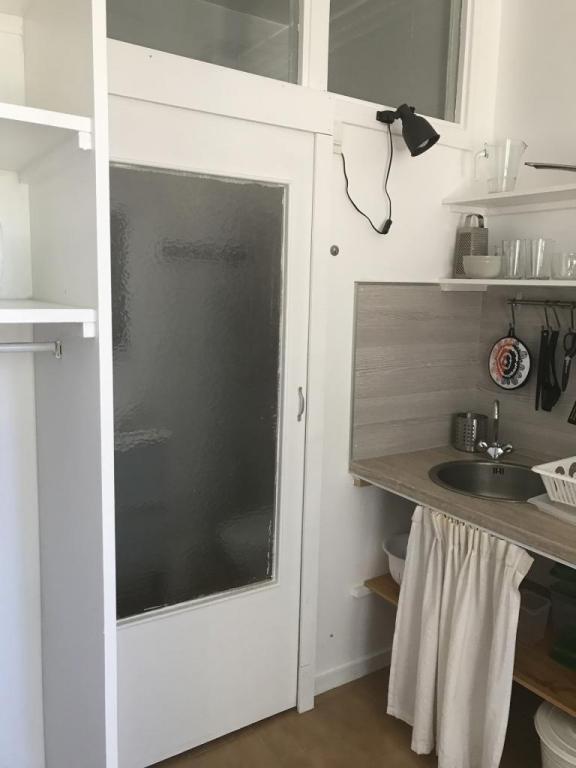 Studio meublé s13 salle d'eau fermée
