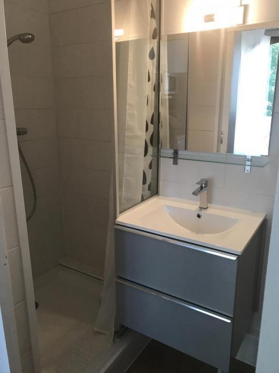Studio meublé s13 salle d'eau