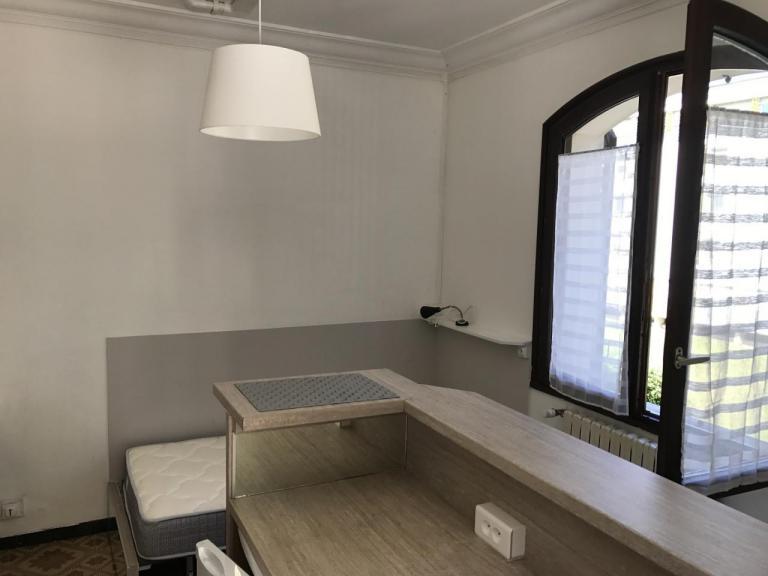 Studio meublé s8 depuis l'entrée